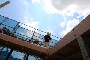 エコサーム、無垢の天井&フローリングを施工中|ARCHモデルハウス