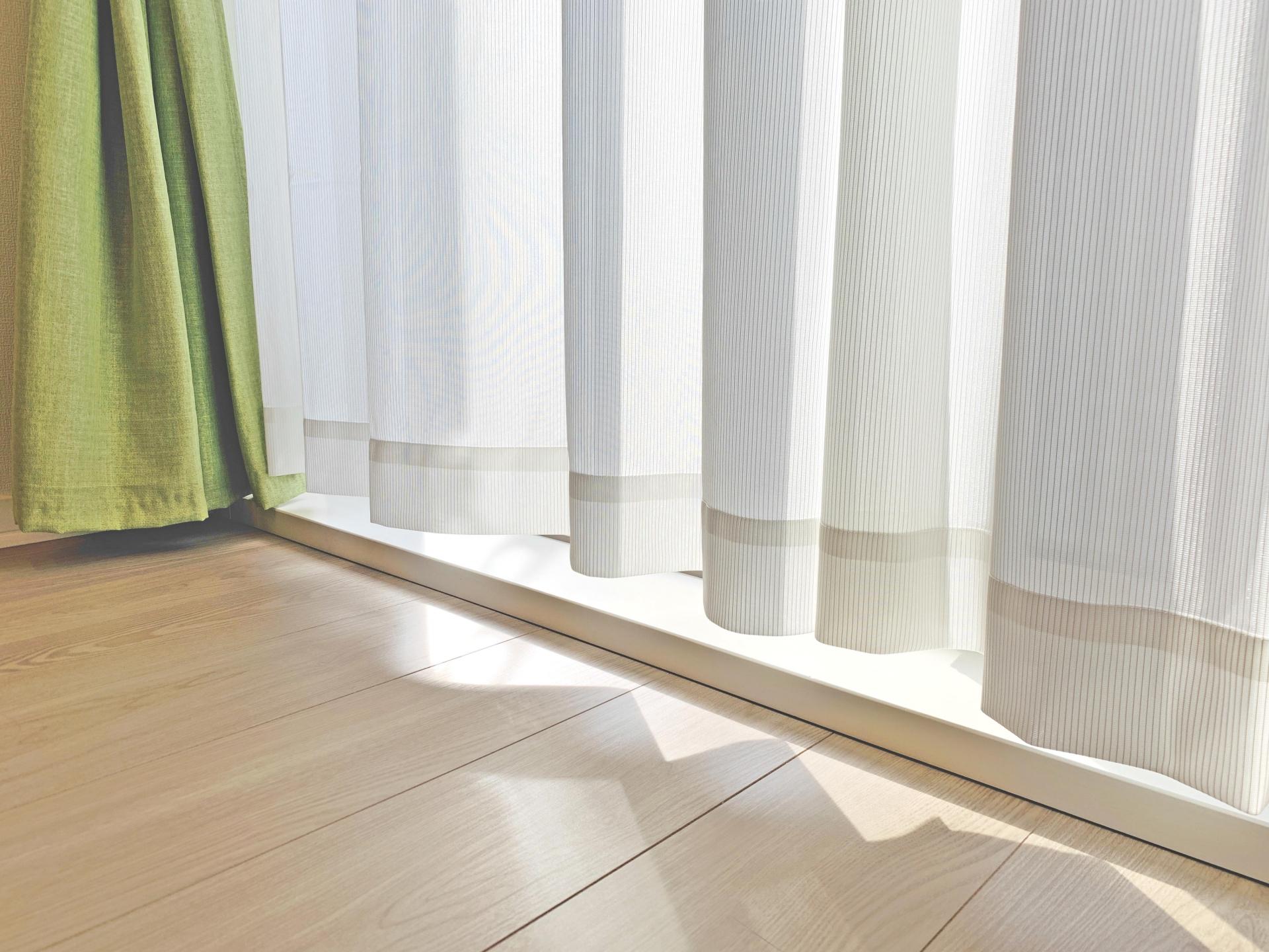 【掃除】カビやダニの温床に!?|カーテンを洗ってお部屋の空気をキレイに