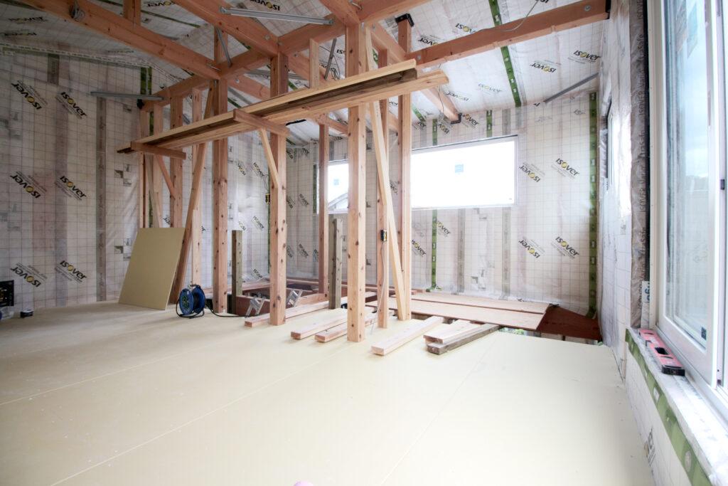 安土の家 天井の断熱施工