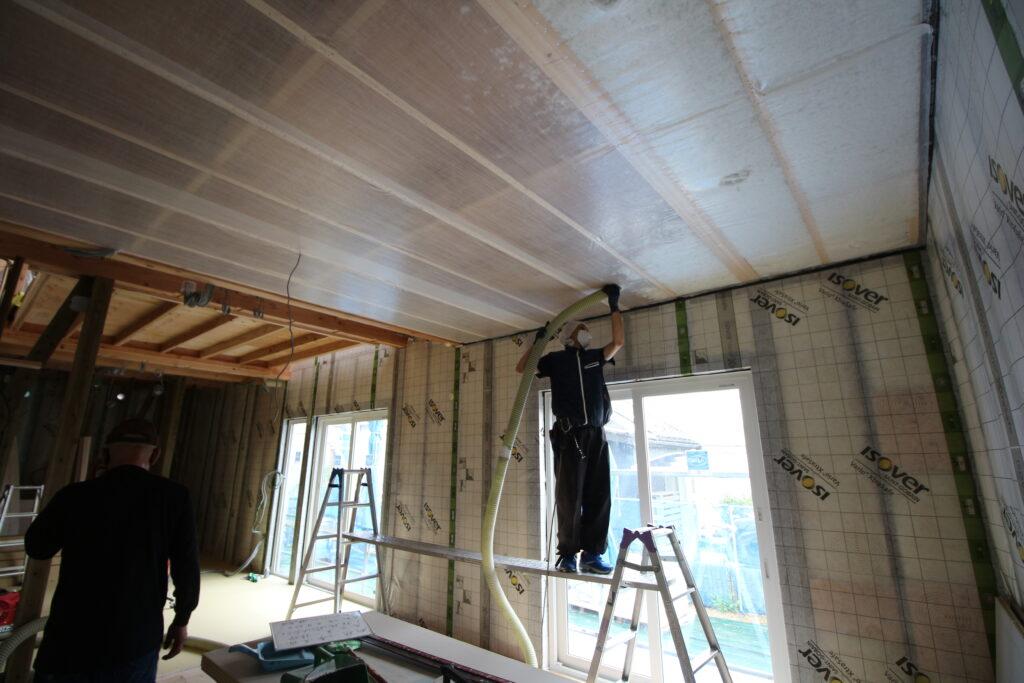 安土の家|天井の断熱施工